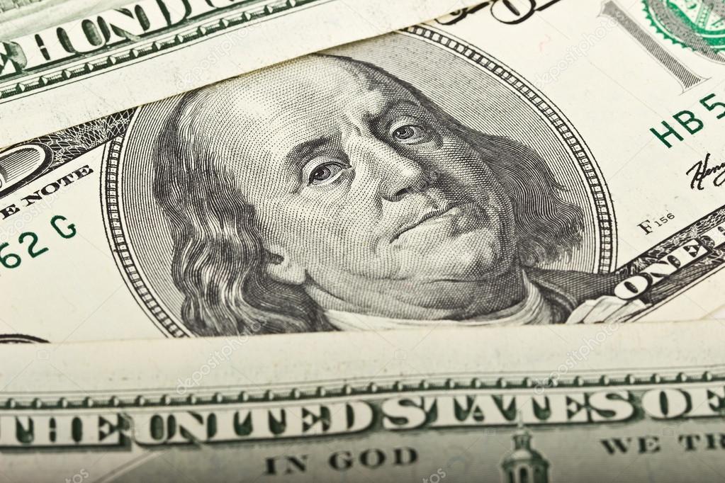 Доллар упал, а офшорный юань вырос в четверг